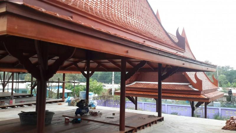 กระเบื้องหลังคาบ้านทรงไทยโบราณ