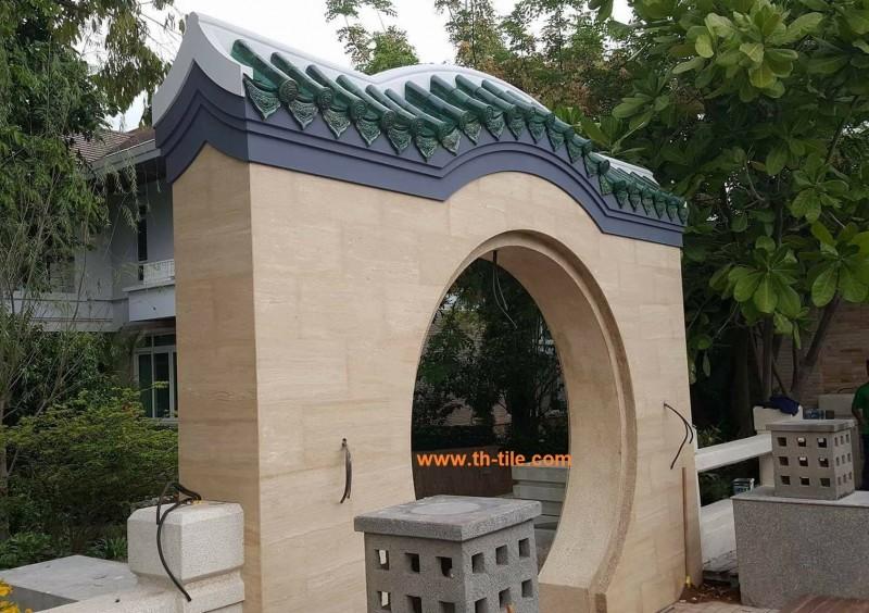 ประตูวงเดือน เข้าสวนหย่อม หลังคาจีนเคลือบเขียว
