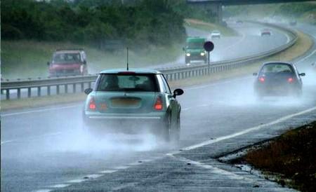 การขับรถในช่วงฝนตก